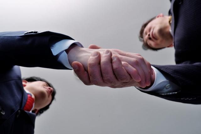 次世代の経営者へ事業承継 中小企業で引継ぐものとは